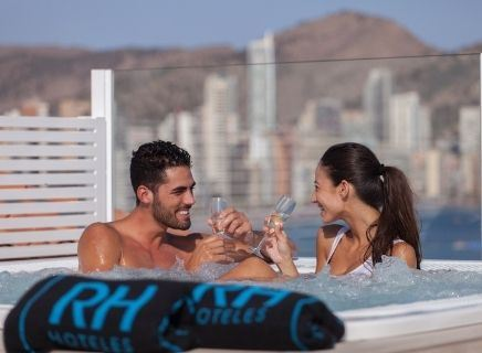 TERRAZA LOUNGE CON JACUZZI